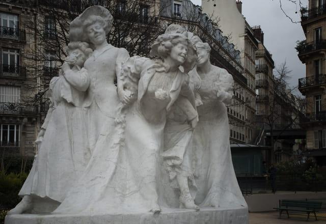 Honneur aux Catherinettes , Square Montholon