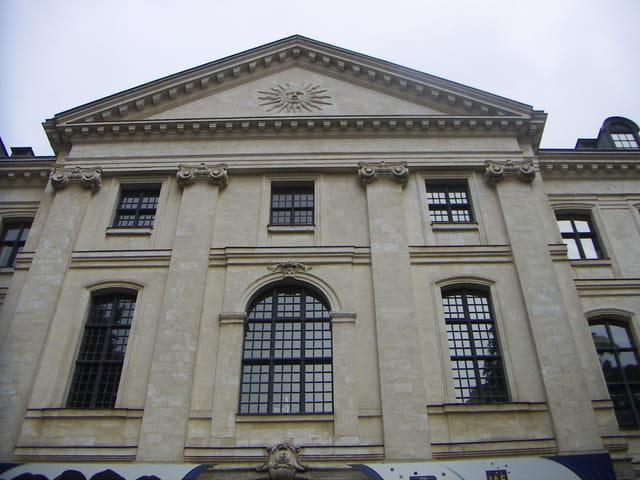 Hospice général façade principale