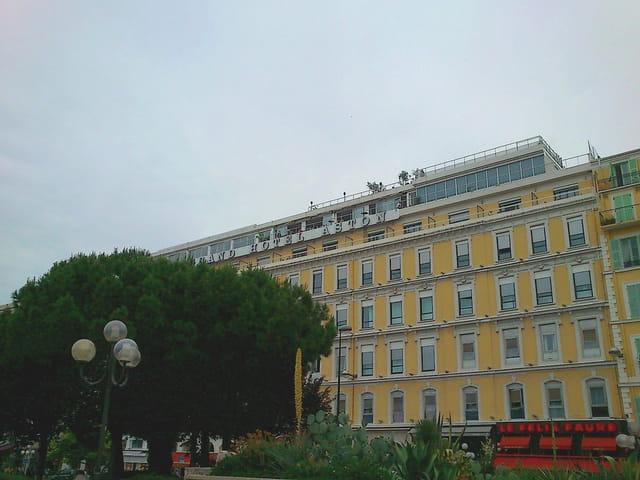 Hôtel Aston (1)