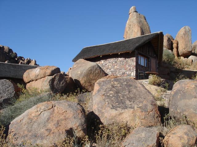 Hotel dans la pierre