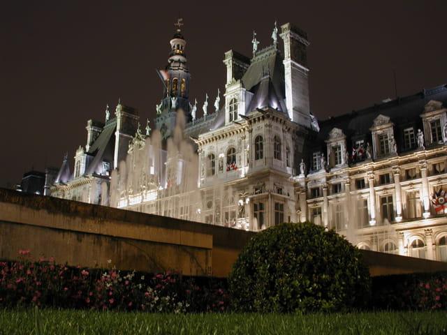 Hôtel-de-ville de paris (nuit)