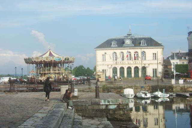 Hôtel de ville et le Carroussel