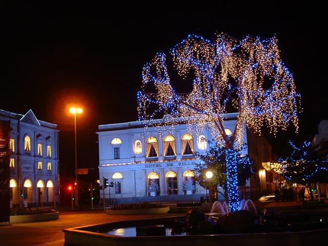 Hôtel de ville illuminé