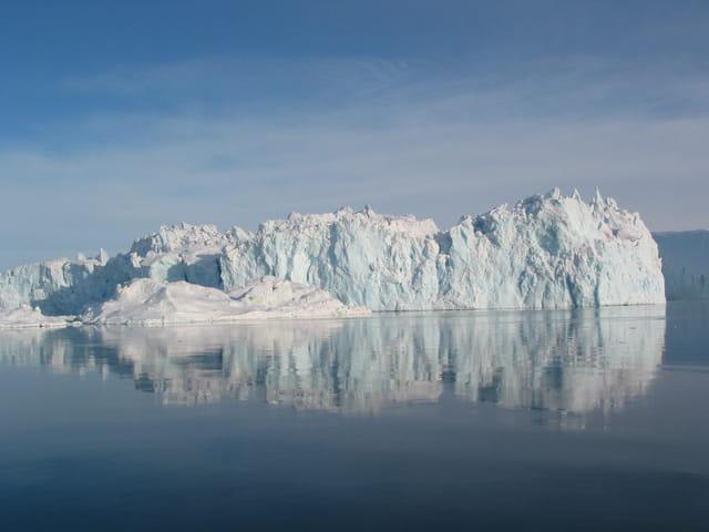 Iceberg bleuté dans la baie de Disko