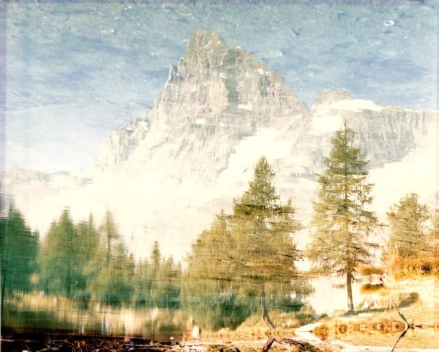 Il cervino nel lago blu