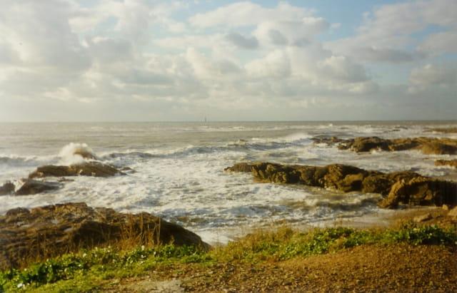 Il y a le ciel, la mer, et la terre