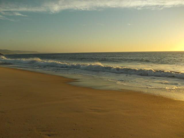 Il y a le ciel,le soleil et la mer.