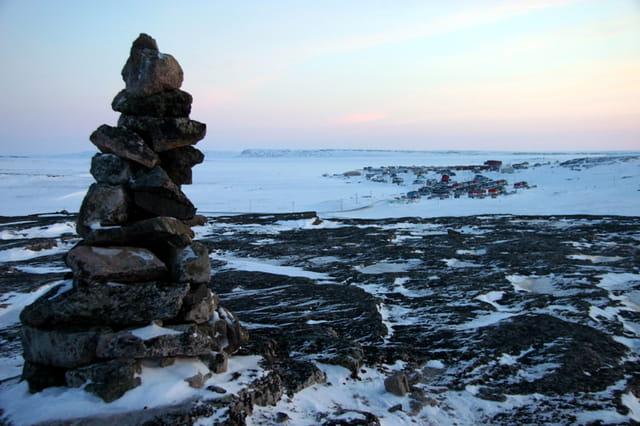 Inukshuk et vue sur Inukjuak