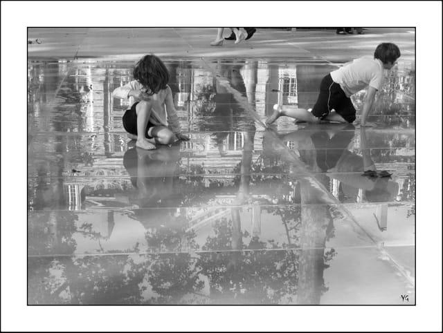 J-1, Miroir d'eau, place de la République, Paris 10e