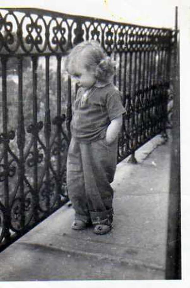 J'attends mon papa, j'ai 2 ans