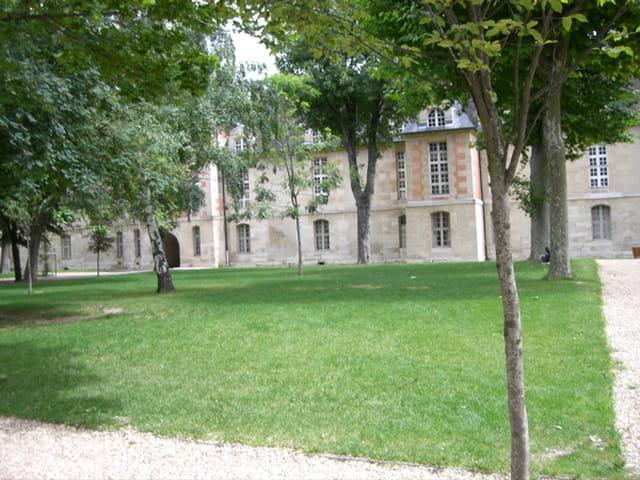 Jardin de l 39 h pital st louis par mich le de puyraimond sur for Beau jardin st louis