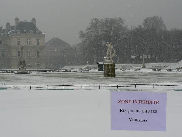 Jardin du Luxembourg enneigé