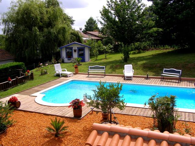 Jardin piscine cabanon par jean claude vaquero sur l 39 internaute - Piscine jardin ...