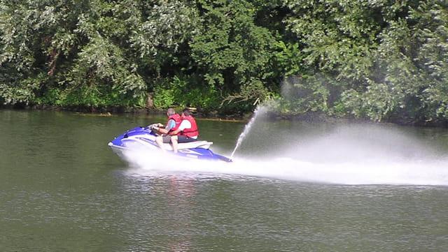 Jet-ski sur la Seine