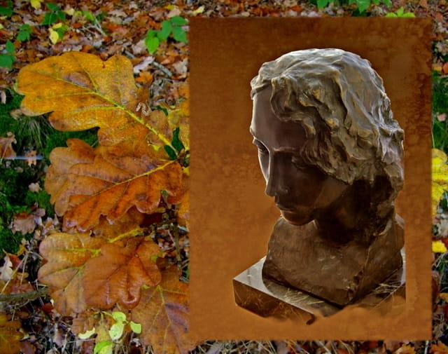Jeune fille à l'automne
