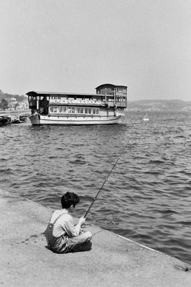 Jeune pêcheur à istanbul