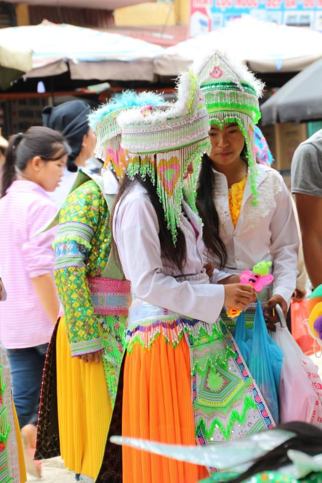 Jeunes filles Hmongs Blanches
