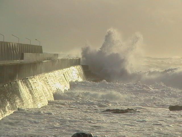Jour de tempête sur le port de St Guénolé