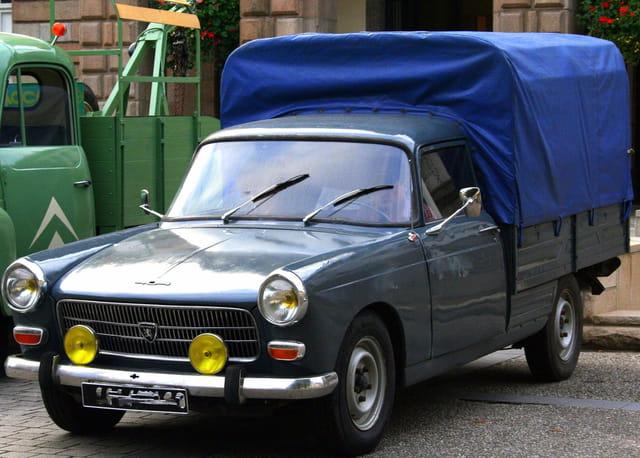 Journée du patrimoine, Peugeot 404 commerciale débachable.