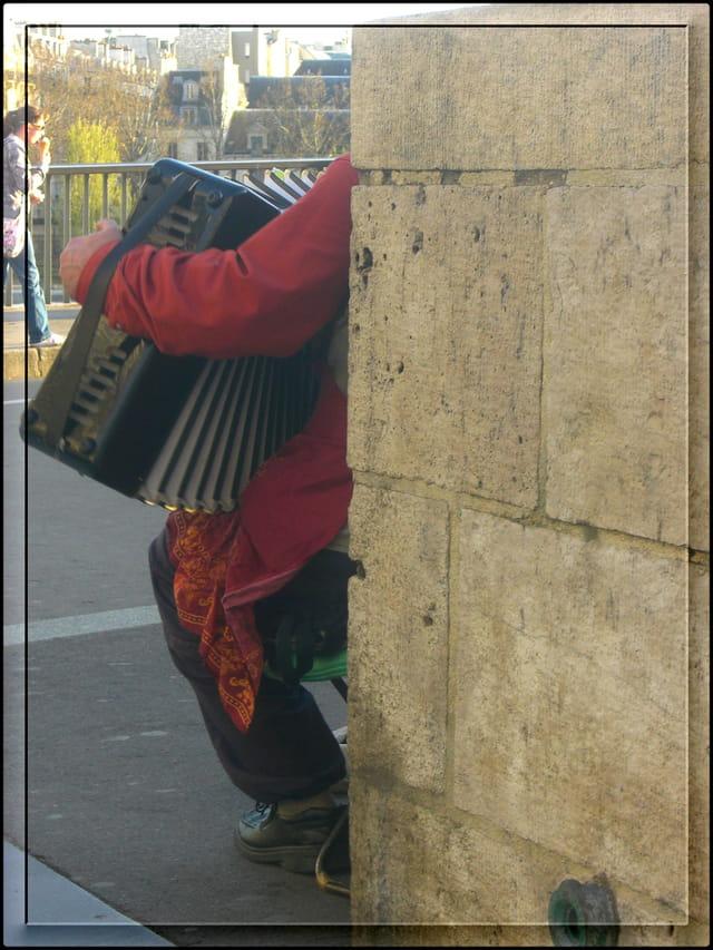 L'accordéoniste du Pont Saint-Louis