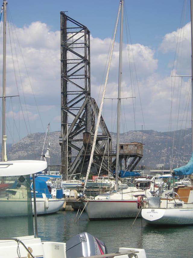 L'ancien pont du chantier naval