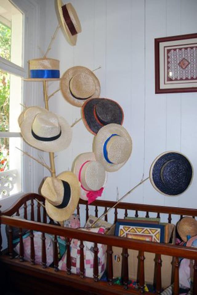 l'arbre à chapeaux de la Maison Folio