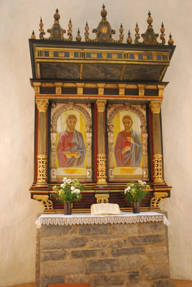 l'autel de la petite église ronde d'Osterlars
