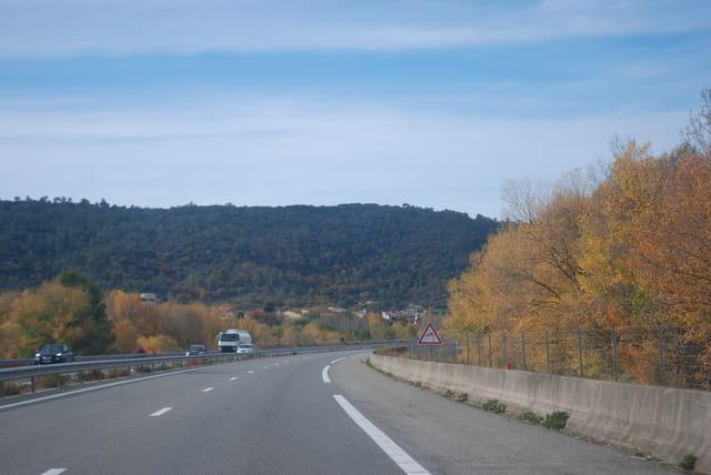 l'automne sur l'autoroute