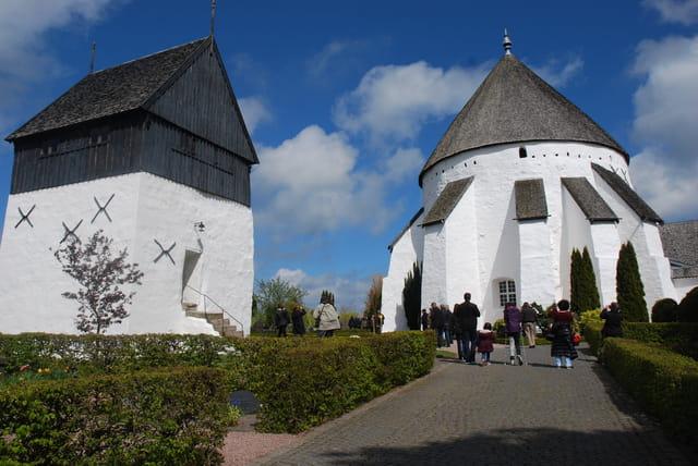 l'église ronde de Osterlars et son clocher