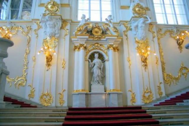 l'escalier d'honneur, statue de la Justice