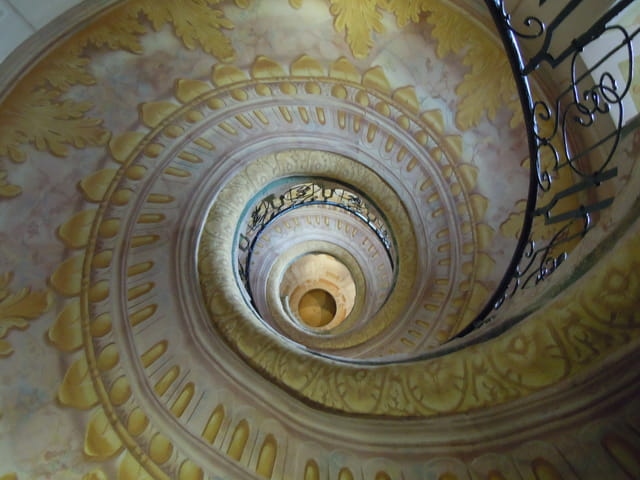 L 39 escalier en spirale par monique domeniconi sur l 39 internaute for Escalier spirale