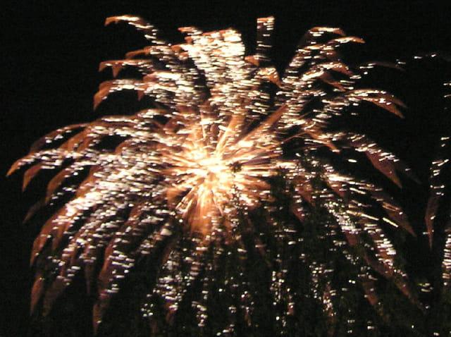 L'étoile argentée - feu d'artifice du 14 juillet