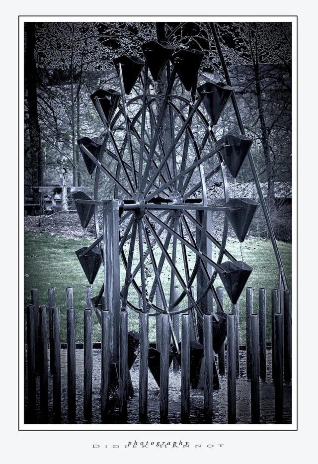 L'étrange roue du jardin d'O (dh)