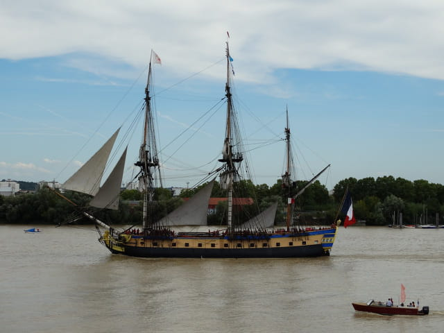 L'Hermione sur la Garonne