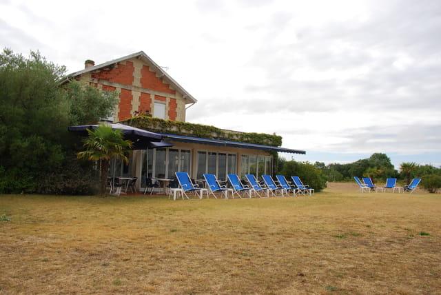 """l'hôtel """"La Maison du Douanier"""" en bordure de la Gironde"""