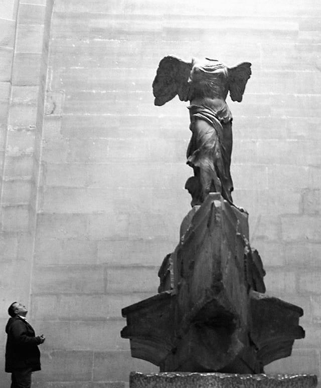 L'inconnu et la statue