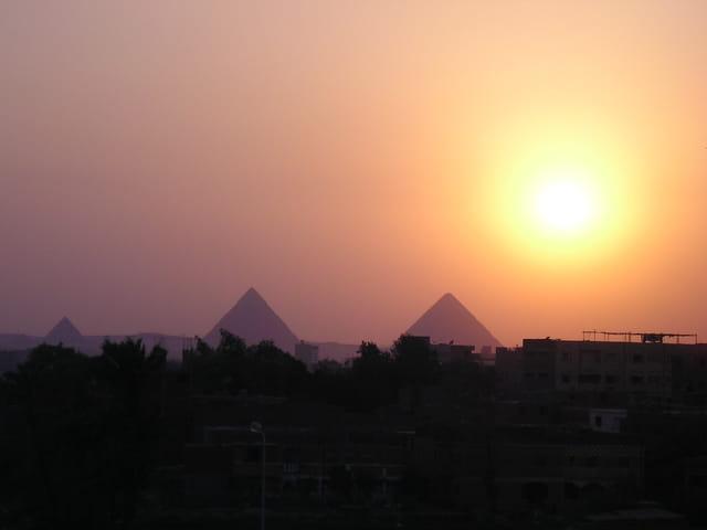 l'ombre des pyramides