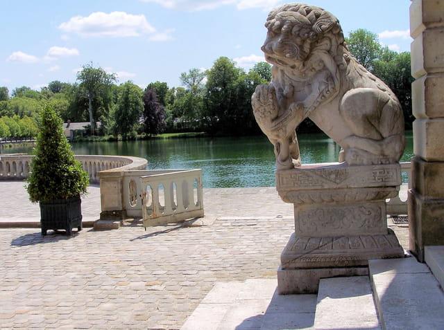 L'un des chiens de Fô , château de fontainebleau