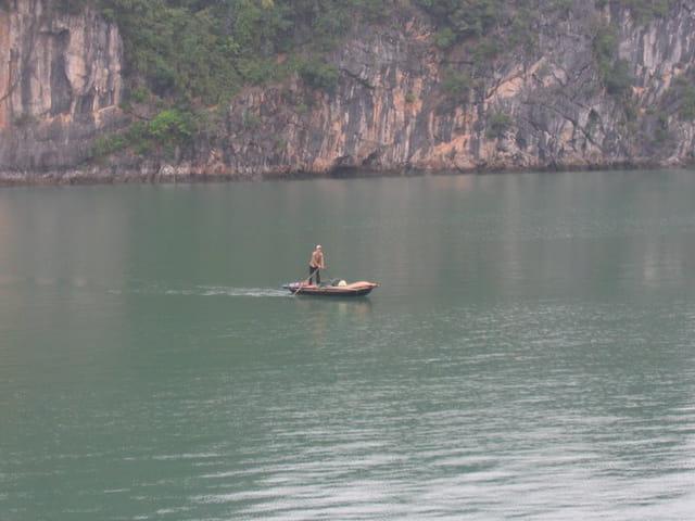 La baie d'Along