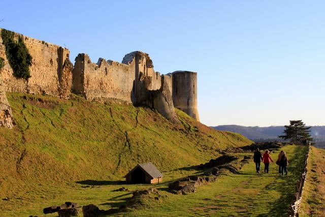 La Balade le long des remparts de Coucy-le-Château