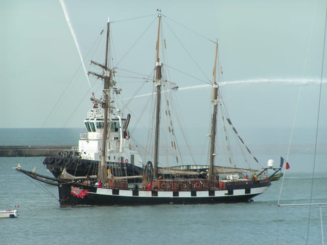 La boudeuse dans le port du Havre