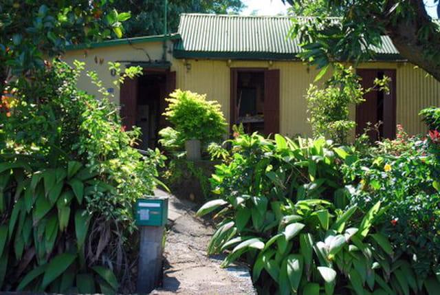 la case et son jardin créole