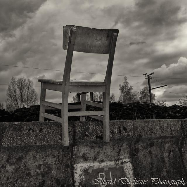 La chaise et le quai.
