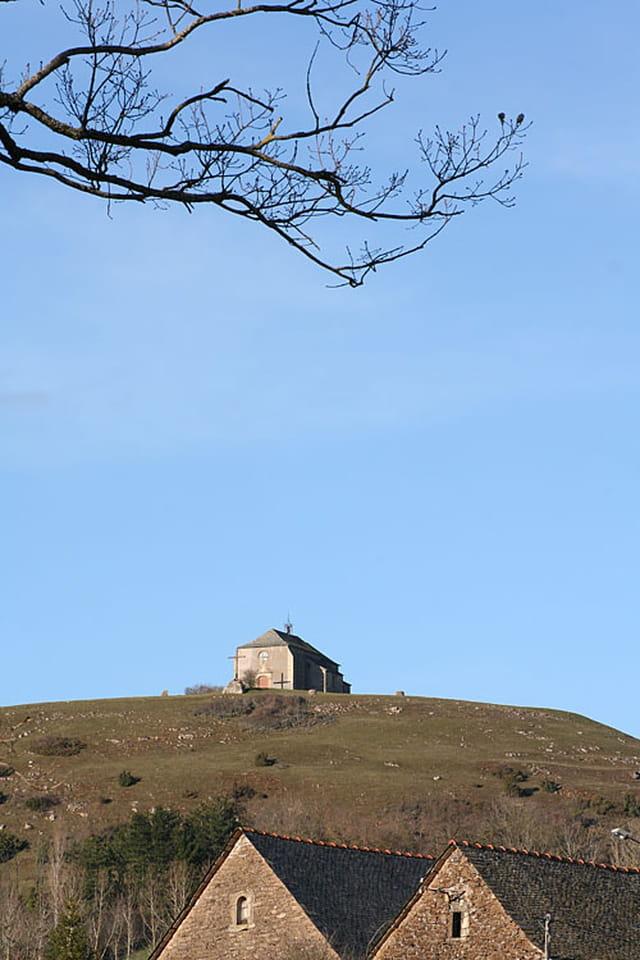 La chapelle la haut sur la colinne