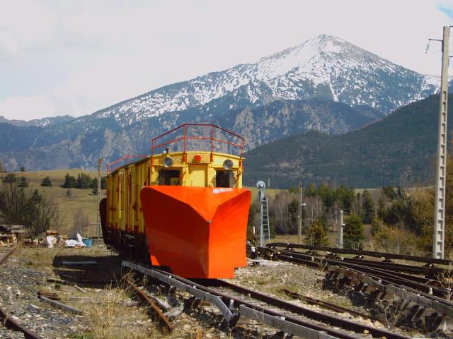 La chasse neige du train jaune