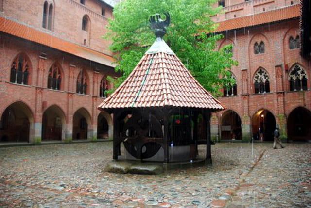 la cour intérieure du château