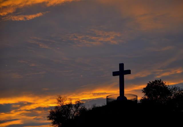 La croix sur la colline
