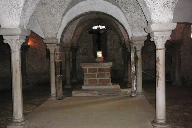 La crypte carolingienne