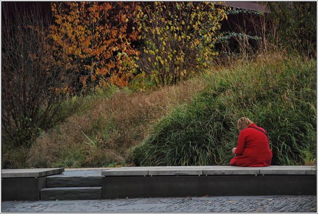 La dame au manteau rouge