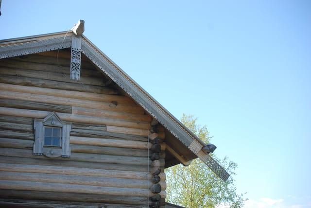 la décoration de la toiture d'une isba Russe